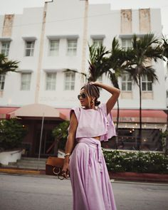 """JULIE SARIÑANA en Instagram: """"Miami pastels. 💕🌴 / shop my Instagram looks on my blog; just scroll to the bottom of the page and click the image when it reads 'Shop Me'…"""""""