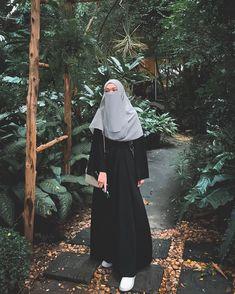 Niqab Fashion, Modest Fashion Hijab, Modern Hijab Fashion, Muslim Women Fashion, Hijab Fashion Inspiration, Casual Hijab Outfit, Hijabi Girl, Girl Hijab, Beautiful Muslim Women