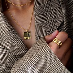 Plaid blazer and gold accessories Look Fashion, Womens Fashion, Fashion Trends, Fashion Fashion, Fashion Beauty, Club Fashion, Blazer Fashion, Classic Fashion, Fashion Dresses