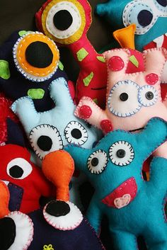 Monster party - diy adopt a monster pets Monster Party Favors, Monster Cupcakes, Monster Birthday Parties, Party Favours, Adopt A Monster, Monster Dolls, Sock Monster, Pet Monsters, Little Monsters
