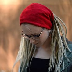 Are you looking for a nice cozy headband to keep you warm during cool summer nights? Our knitted headwraps are great to  hold your dreadlocks in place and also keep you warm when you feel chilly. You can find these headbands in many diffrent colours. http://dreadstuff.com/products/red-knitted-dreadlock-headband-headwrap  #braids #dreads4life #locs #dreadstagram #dreadstyle #ladieswithlocks #wonderlocks #dreadsunite  #dread #dreadlocs  #dreadlock #dreaded #dreadies #dreadlife #dreads…
