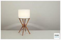 Lampe design fabriquée avec 4 cintres