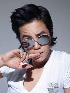 Jang Geun Suk, parece gente... los lentes y el peinado lo ayudan bastante