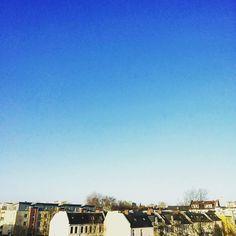 Sky white #minimalmood #minimalove #minimal_perfection #minimalhunter #minimalismo #minimal_graphy #minimalfashion #hamburgo #hamburgcity #hamburgliebe #skyblue #skywhite #cityskyline