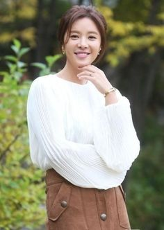 Newlywed Hwang Jung Eum Returns to MBC with Rom-com Lucky Romance Korean Actresses, Actors & Actresses, Kim Jong Min, Korean Drama Romance, Hwang Jung Eum, Korean Entertainment News, Newlyweds, Kpop Girls, Asian Woman