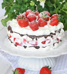Amazing cake with strawberries. Dessert Cake Recipes, Pudding Desserts, Vegan Desserts, Swedish Recipes, Strawberry Cakes, Bagan, Healthy Cake, Piece Of Cakes, Pavlova