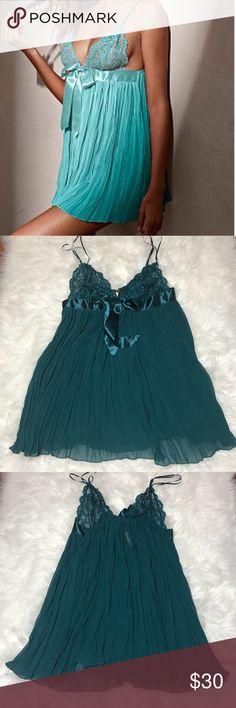 VS Large Slip Unlined wireless cups, TEAL green color Victoria's Secret Intimates & Sleepwear Chemises & Slips