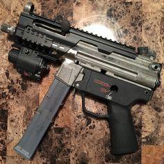 The(car)Lover : Photo Zombie Weapons, Weapons Guns, Guns And Ammo, Battle Rifle, Submachine Gun, Military Guns, Firearms, Shotguns, Cool Guns
