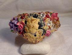 Bracelet Baroque ornée d'un Camée et Perle Renaissance, Porcelaine Froide, Feuille d'Or : Bijoux Chic