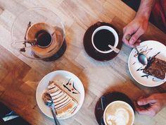 Definición de perfección: tardes lluviosas  café  @coach_ofo  #rain #rainy #coffee #coffeeshop #coffeetime #coffeedate #chemex #cappuccino #foodporn #coffeeporn #capturethemoment #sweets #love #happiness #baristadaily #vsco #vscocam #thatsdarling #yummy #tasty http://ift.tt/1U25kLY