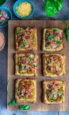 Puff Pastry Samosa Chaat - Indian Chaat - The Whisk Addict Indian Appetizers, Indian Snacks, Indian Food Recipes, Appetizer Recipes, Snack Recipes, Cooking Recipes, Quick Appetizers, Paneer Recipes, Indian Sweets
