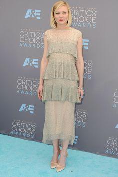 #CriticsChoiceAwards #RedCarpet Kirsten Dunst wore a Chanel Couture dress.