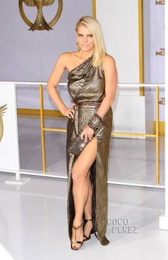 Jessica Simpson is glamorously gilded on the red carpet!