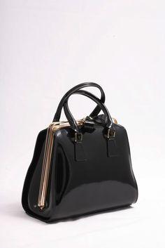 Μαύρο Λουστρίνι, Μεγάλη δερμάτινη τσάντα Ιταλίας.  Εντυπωσιακή, κομψή με ιδιαίτερο κούμπωμα. Bags, Fashion, Handbags, Moda, Fashion Styles, Fashion Illustrations, Bag, Totes, Hand Bags