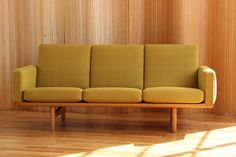 Hans Wegner GE-236/3 sofa - manufactured by Getama, Denmark. twentiethcenturyantiques.co.uk