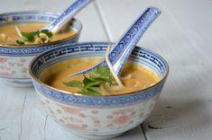 Een lekkere herfstige pompoen pindasoep met kokosmelk en pindakaas! Lekker met een frisse salade!