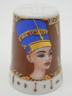 Faraones: Nefertiti. Porcelana. Colección: Im Glanz der Pharaonen. Kunstarchiv. Alemania. Thimble-Dedal-Fingerhut.