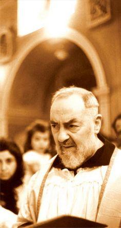 """São Pio de Pietrelcina (1887-1968) - OFM Cap. (Ordem dos Frades Menores Capuchinhos).  """"Ocupe seu tempo em ganhar almas para Jesus, ensinando a elas como agradá-Lo"""".  VIVAT CHRISTUS REX  salvecristorei.blogspot.com.br  www.facebook.com/VivaCristoRei  www.pinterest.com/vivacristorei"""