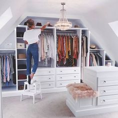 If you are struggling to find the space to install a walk-in closet, don& forget about a. If you are struggling to find the space to install a walk-in closet, don't forget about areas you would not generally think about, For example, fitting buil. Small Dressing Rooms, Dressing Room Decor, Dressing Room Design, Dressing Room Closet, Loft Room, Closet Bedroom, Bedroom Decor, Bedroom Storage, Bedroom Ideas