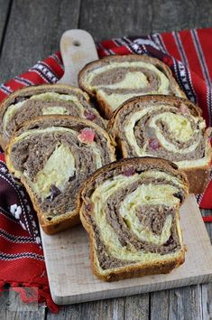 Cozonac in 2 culori Loaf Cake, Baking Recipes, Sweet Treats, Food And Drink, Bread, Sweets, Bakken, Cooking Recipes, Candy