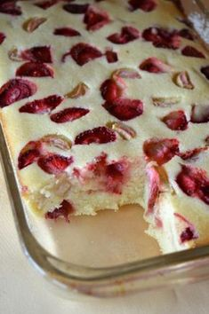 Photo: Cheesecake baked semolina with strawberries and rhubarb Sweets Recipes, Baking Recipes, Cake Recipes, Delicious Desserts, Yummy Food, Breakfast Desayunos, Polish Recipes, Healthy Sweets, My Favorite Food