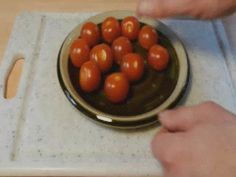 Perfectly cut cherry tomatoes all at once