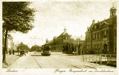 Hoge Rijndijk ter hoogte van het kruispunt met de Burggravenlaan. Rechts het Invalidenhuis, en op de andere hoek de toenmalige H.B.S. (ca. 1915). Good Old Times, Leiden, Rembrandt, Netherlands, Outdoor, Nostalgia, The Nederlands, Outdoors, The Netherlands