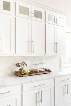 Kitchen Cabinet Inspiration, Kitchen Cabinet Styles, Diy Kitchen Cabinets, Dark Cabinets, White Shaker Kitchen Cabinets, Shaker Style Cabinets, White Cabinets White Countertops, Backsplashes With White Cabinets, Timeless Kitchen Cabinets