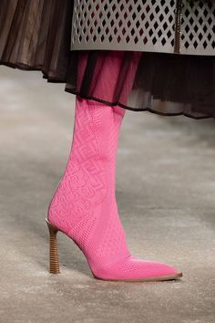 Fendi Autumn/Winter 2019 Ready-To-Wear - Damenschuhe Wedge Shoes, Women's Shoes, Shoe Boots, Golf Shoes, Shoe Wedges, Dress Shoes, Fendi, High Heel Boots, Heeled Boots