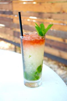 You can make this refreshing lime, mint leaves + rum holiday cocktail with this easy recipe.