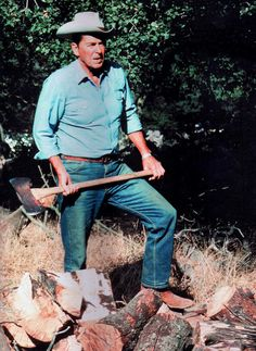 President Reagan on his ranch in 1983 chopping . Greatest Presidents, American Presidents, Us Presidents, American History, American Soldiers, British History, Native American, 40th President, President Ronald Reagan