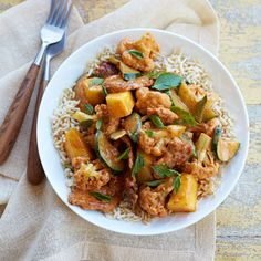 Start your day with strawberry cereal and end it with this pork and pineapple curry. Both delicious meals are part of our #7yy diet.