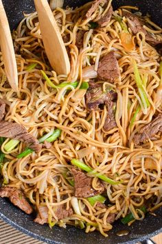 Slimming Eats Low Syn Beef Chow Mein - dairy free, Slimming World and Weight Watchers friendly Asian Recipes, Beef Recipes, Cooking Recipes, Recipies, Fish Recipes, Cooking Time, Yummy Recipes, Yummy Food, Quick Lunch Recipes