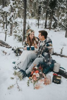 25 Snowy Wedding Photo Ideas to Steal for Your Winter Wedding Brides Snowy Wedding, Lilac Wedding, Winter Wonderland Wedding, Elope Wedding, Wedding Pictures, Destination Wedding, Winter Wedding Snow, Winter Mountain Wedding, Winter Wedding Destinations