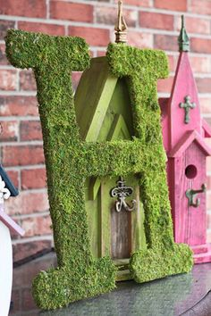 personalize, large wood letter, moss coverage, H letter