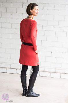 Warum wir in der dunklen Jahreszeit Rot tragen sollten! Aurora Red von Lebenskleidung als Kleid Polly - Selbermachen macht glücklich: DIY, Biostoffe, Nähen #diy #nähen #nähenmachtglücklich #lebenskleidung #selbermachen #biostoffe