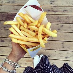 Le patatine fritte del Padiglione Belgio. Chi di voi le ha provate? French fries from Belgium Pavilion. Who of you have tried them? #Expo2015  Repost: @bastasolounclick