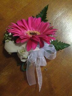 Gerbera Daisy Wedding Centerpieces   Gerbera Daisy Corsage Daisy Wedding Centerpieces, Gerbera Daisy Wedding, Wedding Bouquets, Wedding Flowers, Gerbera Bouquet, Gerbera Daisies, Wedding Dinner, Wedding Day, Wedding 2017