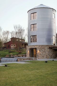 What is grain bin house? It's another anti-mainstream house design you must know! Here we provide the best ideas of grain bin house ideas. Future House, My House, Cottage House, House Floor, Grain Silo, Unusual Homes, Round House, Bauhaus, Modern Farmhouse