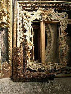 Marcos de talla en espera de ser restaurados en mi taller de Barcelona