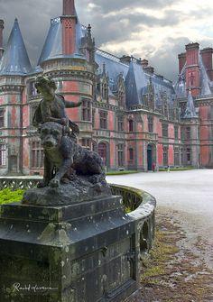 Château de Trévarez is a stately home in the commune of Saint-Goazec in Finistère, in Brittany, France Beautiful Castles, Beautiful Buildings, Beautiful Places, Places To Travel, Places To See, Places Around The World, Around The Worlds, Region Bretagne, French Castles
