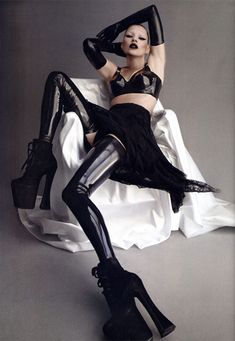 black glossy sinister glamour. Kate Moss in Atsuko Kudo Latex repinned by www.lecastingparisien.com