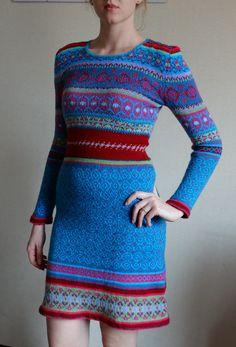 Платье полностью придумано мной. Размер модели 44-46.