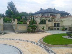 Ogród elegancki przy rezydencji.