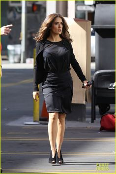 Salma Hayek was classy in black while filming scenes for the flick How to Make Love Like an Englishman in Los Angeles. #Hollywood #Fashion #Style #Beauty