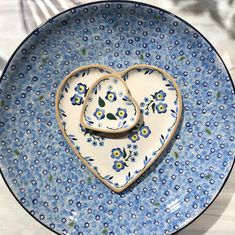 Lawn Light Blue Bowl and Medium Heart Plates forget Me Not Pottery Patterns, Lawn Lights, Pottery Gifts, Forget Me Not, Pottery Making, Afternoon Tea, Yummy Treats, Heart Shapes, Light Blue
