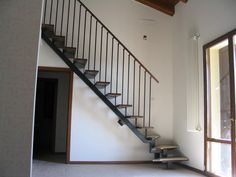 quarter-turn staircase with a central stringer (metal frame and wood steps) AGATA ECO Linea Scale Staircase Metal, Wood Steps, Stairways, Living Spaces, Scale, Architecture, Snow, Kitchen, Home Decor