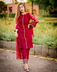 Pakistani Party Wear Dresses, Beautiful Pakistani Dresses, Designer Party Wear Dresses, Kurti Designs Party Wear, Pakistani Dress Design, Salwar Designs, Lehenga Designs, Pakistani Outfits, Designer Wear