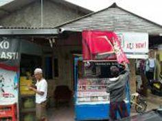 Kegiatan penertiban reklame rokok luar ruang oleh Unit Pelayanan Pajak Daerah Kramat Jati