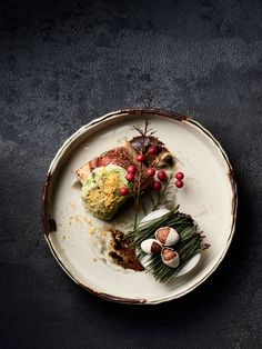 The Japanese haute cuisine concept of Kaiseki arrives in Melbourne at Tomotaka Ishizuka's breathtaking eponymous restaurant, Ishizuka Melbourne. Restaurant Photos, Restaurant Recipes, Restaurant Restaurant, Restaurant Design, Michelin Star Food, Molecular Gastronomy, Food Presentation, Food Design, Food Plating